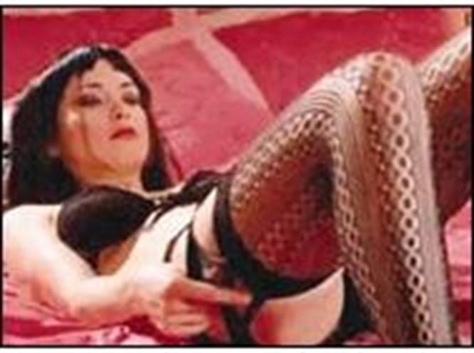 Yanardağ'dan striptiz şov